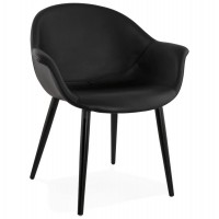 Design and enveloping black armchair, with shell covered with imitation leather and wooden legs