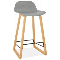 Solid and design grey bar stool with beech legs and metal footrest